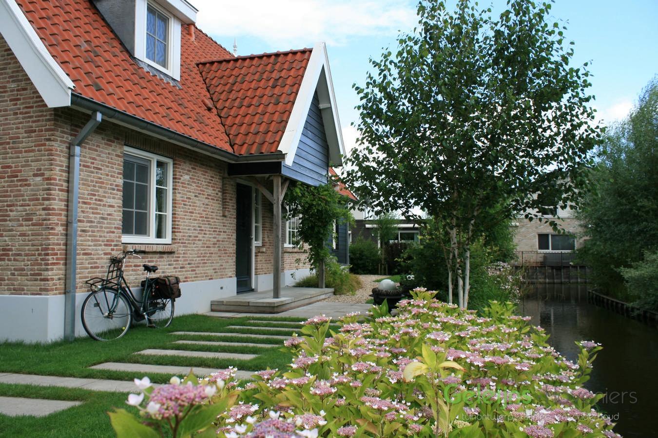 Moderne landelijke tuin geleijns hoveniers for Moderne kleine tuin