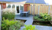 diagonale tuin_schuine hoeken_30 graden_schuinen lijnen_spannend tuinontwerp_kleine tuin_aanleg tuin_achtertuin_tuin zevenbergen_vijver