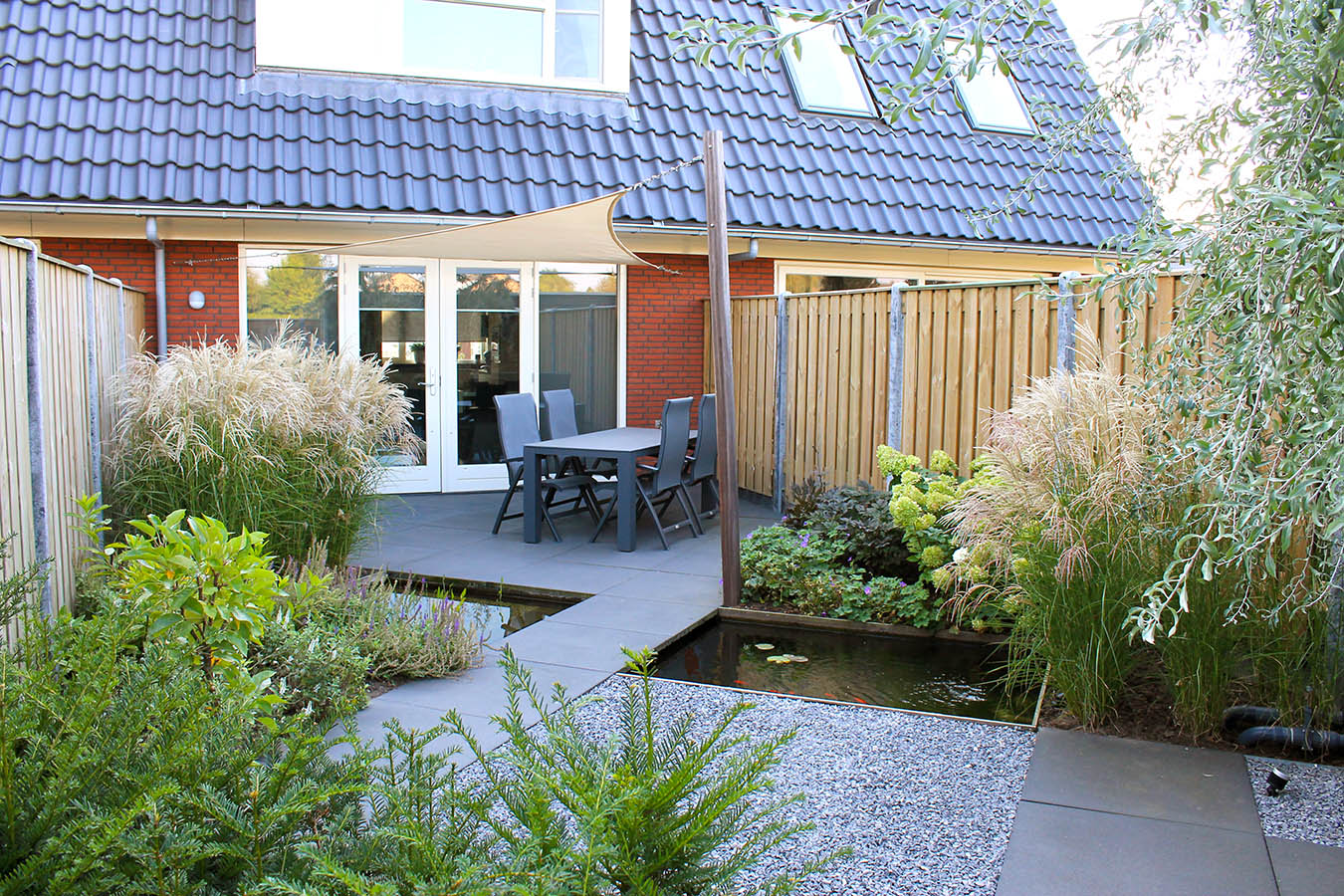 diagonale tuin_schuine hoeken_30 graden_schuinen lijnen_spannend tuinontwerp_kleine tuin_aanleg tuin_achtertuin_tuin zevenbergen