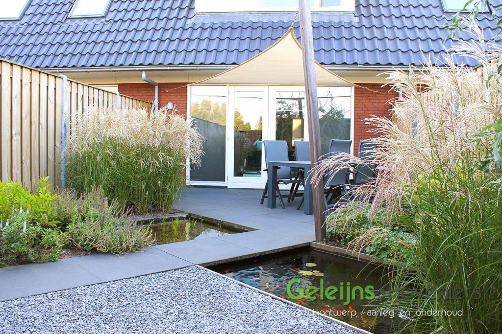 Compacte achtertuin 30 geleijns hoveniers for Tuinontwerp schuine lijnen
